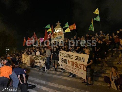 9Oct.- Las manifestaciones del 9 d'Octubre terminan con algunos momentos aislados de tensión