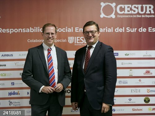 Sevilla.- El psiquiatra Luis Gutiérrez Rojas imparte una conferencia sobre el humor como pieza clave de la educación