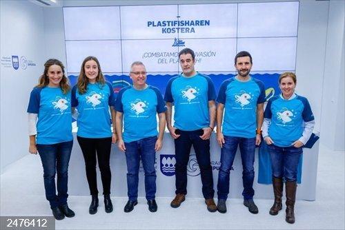 Diputación, Ternua y el Barco Museo Ecoactivo MATER impulsarán un proyecto para limpiar la costa guipuzcoana de plástico