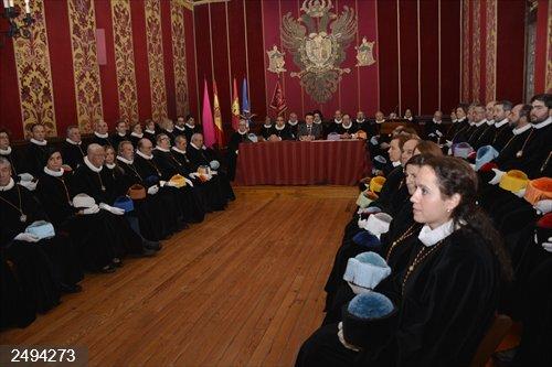 Ayuntamiento de Toledo se compromete con la Cofradía de Investigadores a hacer compatible turismo y vida residencial