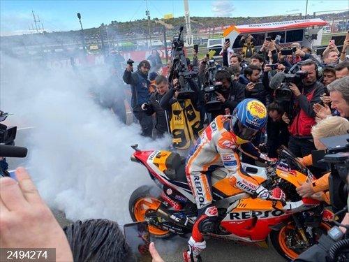 Motociclismo/GP Valencia.- Márquez cierra el Mundial con triunfo y 'Triple Corona' en la despedida de Jorge Lorenzo