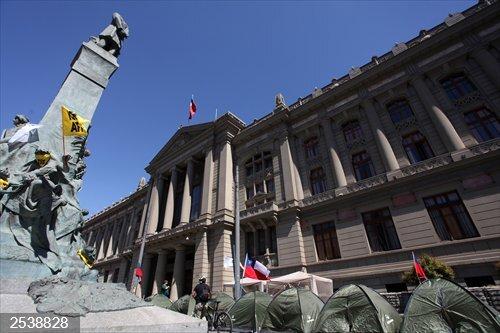 Chile.- Levantan un campamento de protesta frente al Congreso de Chile
