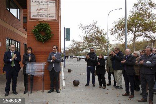 La UV y la Generalitat rinden homenaje a Ernest Lluch con un acto cívico 19 años después de su asesinato