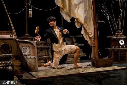 Cultura.- La historia de Robinson Crusoe llega a La Mutant en forma de danza, sombras y teatro de marionetas