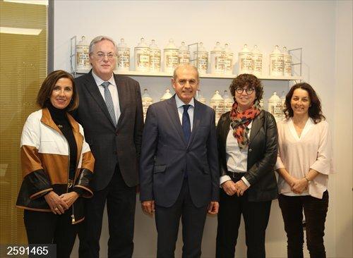Milagros López de Ocáriz asume la presidencia del Consejo de Farmacéuticos del País Vasco