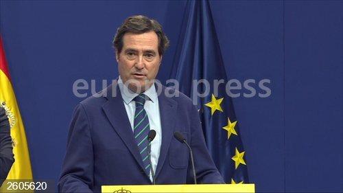 Economía.- La patronal quería una menor subida del SMI pero dice que elevarlo a 950 euros es