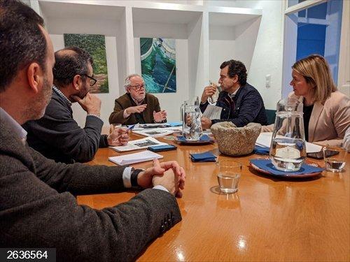 Societat Civil Balear y 'PLIS' exponen a Company su informe sobre adoctrinamiento en libros de texto