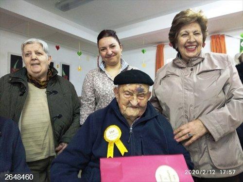 Un vecino de Navaconcejo celebra sus 107 cumpleaños en la residencia de ancianos en la que reside