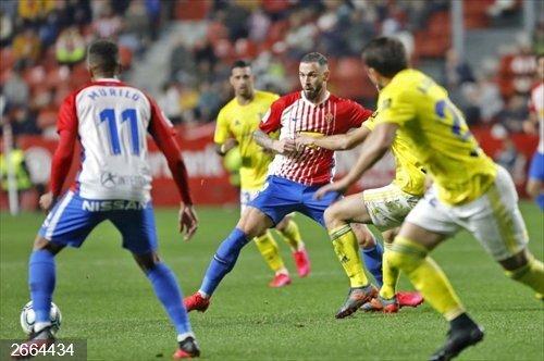 Fútbol/Segunda.- El líder Cádiz sucumbe por la mínima en El Molinón