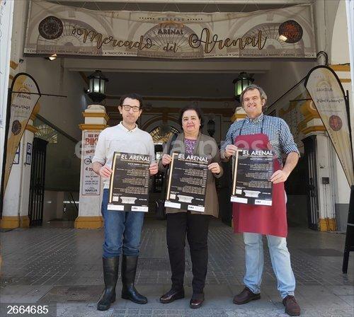 Sevilla.- El Mercado de El Arenal acoge la primera edición de la Muestra de Arte Cofrade con profesiones del sector