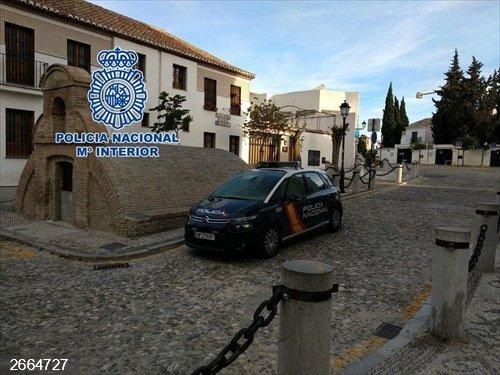 Granada.- Sucesos.- Detenido en la capital tras grabar un nombre sobre una columna