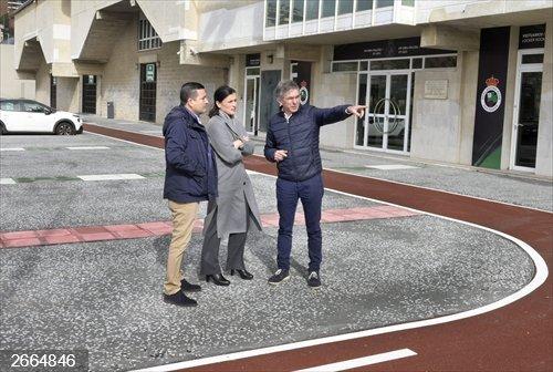 Santander.- Concluyen las obras de renovación de aceras y servicios en el entorno del campo de fútbol del Sardinero