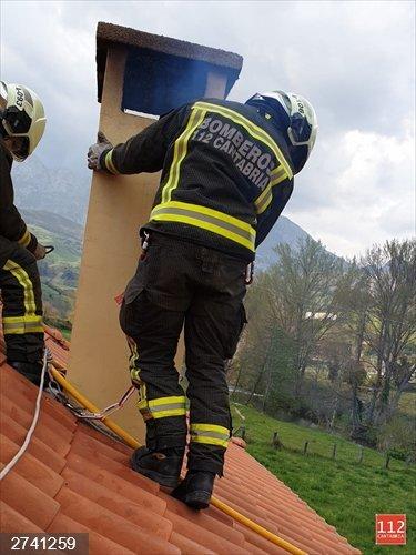 Extinguido sin daños el fuego de una chimenea en una casa de Tama
