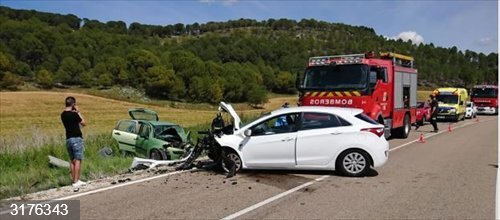 Sucesos.- Tres heridos, uno evacuado en helicóptero, en una colisión entre dos turismos en Cogeces (Valladolid)