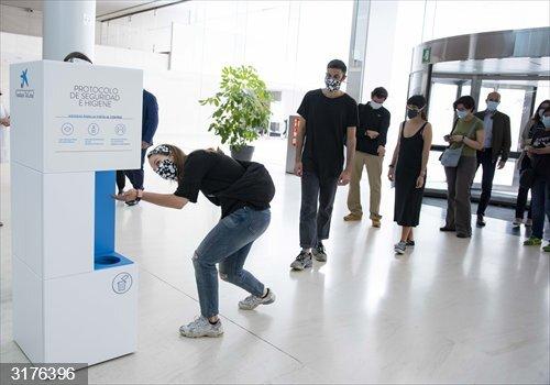 Coronavirus.- Más de 2.000 personas visitan los CaixaForum en su primer día de reapertura
