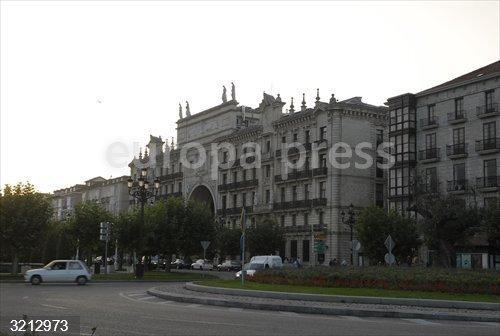 Una campaña en 'change.org' pide que se conserve el espacio central del arco del Banco Santander