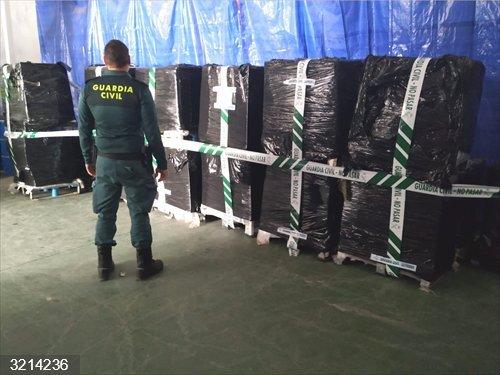 Córdoba.- Sucesos.- Intervenidas en Lucena más de 46.800 latas de caballa y un investigado por falsificar documentos