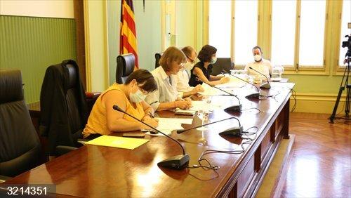El Parlament balear aprueba instar al Gobierno central a revisar los objetivos de estabilidad presupuestaria