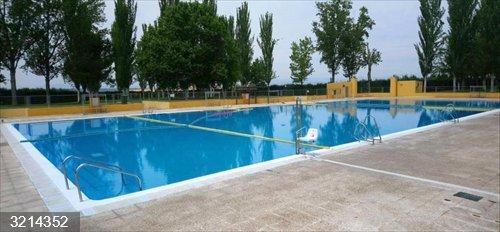 Algete.- La piscina municipal abre desde este miércoles con dos turnos para garantizar la desinfección
