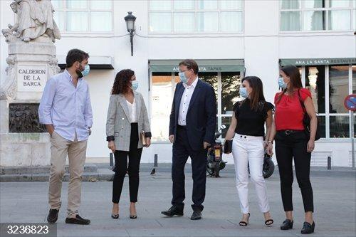 Coronavirus.- Puig se reúne en Madrid con los valencianos asistentes al Homenaje de Estado a las víctimas de la pandemia