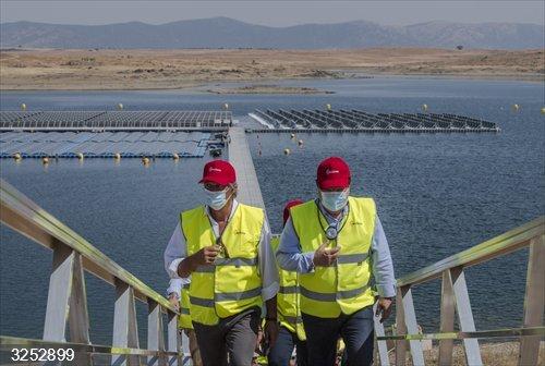 El embalse de Sierra Brava de Zorita cuenta ya con la primera fotovoltaica flotante conectada a red de España