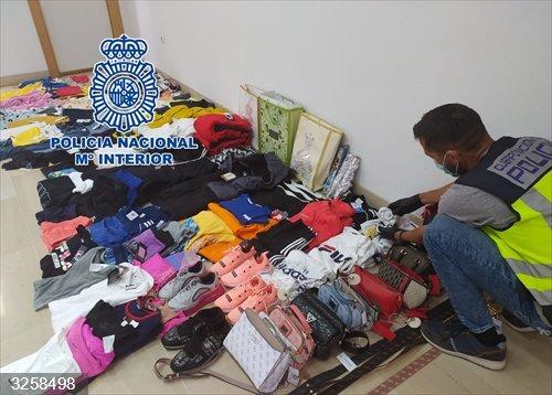 Alicante.- Sucesos.- Detenidas cuatro mujeres por robar ropa valorada en más de 6.000 euros en centros comerciales