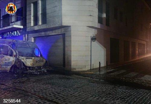 Valencia.- Sucesos.- Arden cinco coches y una furgoneta esta madrugada en Catarroja