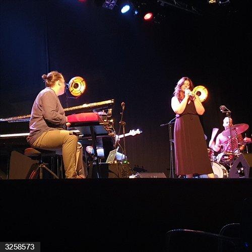 Cultura.- Kontxi Lorente Trío y Camille Bertault abren el Elx Jazz Festival en la Llotja