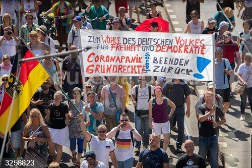 Coronavirus.- Más de 15.000 personas se manifiestan en Berlín contra las medidas de restricción frente al coronavirus