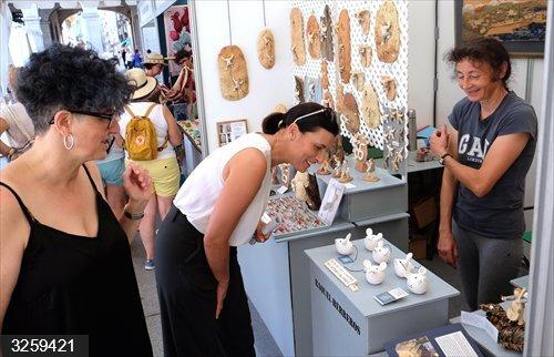 Santander.- La Porticada acoge del 6 al 16 de agosto la Feria de Artesanía con 36 puestos