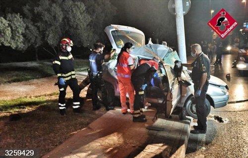 Alicante.- Sucesos.- Fallece un joven de 18 años tras chocar su vehículo con una farola en Elda