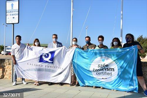 Huelva.-Turismo.-Coronavirus.- Izan las banderas de 'Q de Calidad' y 'Turismo Seguro' en la playa urbana de Punta Umbría