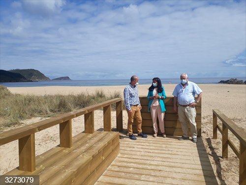 Concluye la mejora de los accesos y protección de la zona dunar en la playa de San Román, en O Vicedo (Lugo)