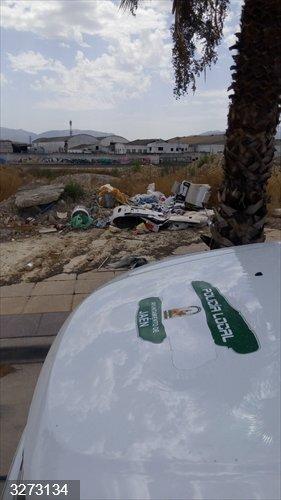 Jaén.- La Policía Local de la capital levanta dos nuevas actas por tirar residuos fuera de los lugares habilitados