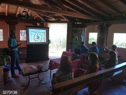 Jaén.- Vecinos de El Centenillo aprenden técnicas de reanimación y a cuidarse frente al calor y al covid-19