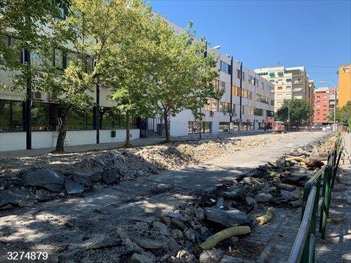 Granada.- La adecuación de los Paseíllos Universitarios avanza con el acerado de Juan Ossorio
