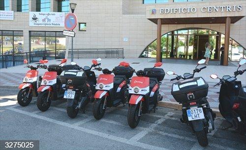 Sevilla.-Tomares estrena una nuevo sistema de alquiler de motocicletas