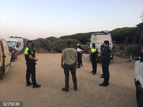 Cádiz.- Un nuevo operativo conjunto contra la acampada ilegal en Tarifa se salda con 139 actas de denuncia