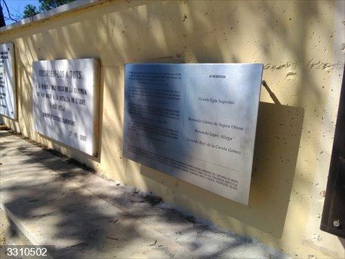 Reponen la placa en homenaje a gudaris y milicianos caídos en la Batalla del Ebro que había sido robada