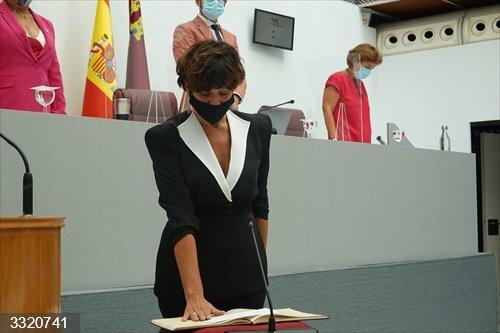 La socialista María Hernández toma posesión de su escaño como diputada en sustitución de Emilio Ivars