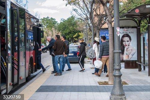 Valencia.- La EMT advierte del peligro de las aglomeraciones de personas durante los servicios mínimos