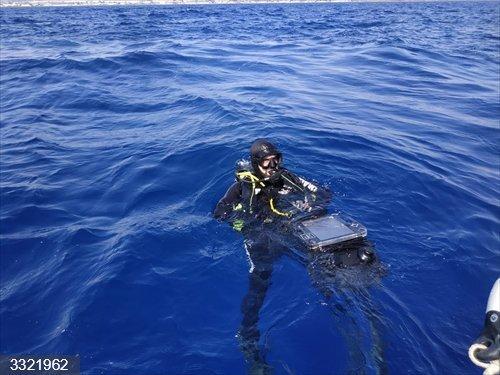 Almería.- El equipo operativo de buceo de la Armada se entrena con el reconocimiento de un