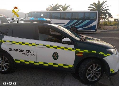Sucesos.- La Guardia Civil intercepta al conductor de un autobús que casi triplicaba la tasa máxima de alcohol