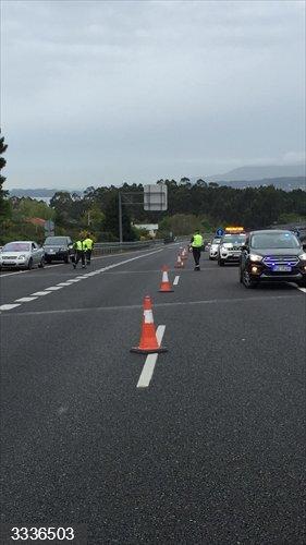 Detenidos dos vecinos de Lugo tras arrojar del coche una bolsa con cannabis tras ver un control en Coirós (A Coruña)