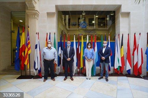 Sánchez pide avanzar hacia una gestión integrada de las costas para desarrollar actividades sostenibles