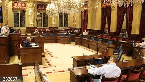El Parlament pide crear una Mesa para la promoción del producto local de Baleares