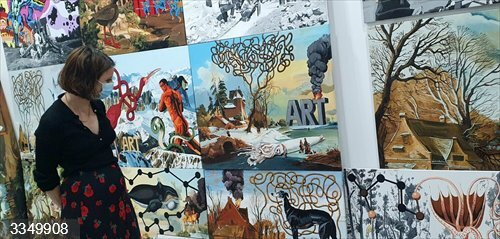 Levy visita el polígono ISO de Carabanchel, lugar de desarrollo creativo para 130 artistas