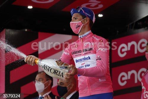 17 October 2020, Italy, Valdobbiadene: Portuguese cyclist Joao Almeida of team Deceuninck celebrates on the podium in the overall leader's pink jersey after the 14th stage of the Giro d'Italia 2020 cycling race, 34,1 km Conegliano to Valdobbiadene. Photo: Yuzuru Sunada/BELGA/dpa