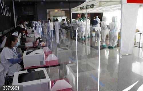 Mataró (Barcelona) ha acogido este sábado un cribado masivo en el centro comercial Mataró Parc para detectar casos de coronavirus.<br>REMITIDA / HANDOUT por MATARÓ PARC<br>Fecha: 17/10/2020.                 <br>Fotografía remitida a medios de comunicación exclusivamente para ilustrar la noticia a la que hace referencia la imagen, y citando la procedencia de la imagen en la firma