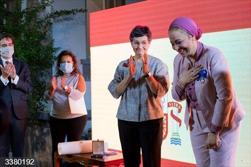 La ministra de Asuntos Exteriores, Unión Europea y Cooperación de España, Arancha González Laya, tras entregar la Orden al Mérito Civil a la activista por los derechos de la mujer Nehad Abul Komsan en Egipto<br>REMITIDA / HANDOUT por MINISTERIO DE ASUNTOS EXTERIORES ESPAÑA/TWITTER<br>Fecha: 18/10/2020.                 <br>Fotografía remitida a medios de comunicación exclusivamente para ilustrar la noticia a la que hace referencia la imagen, y citando la procedencia de la imagen en la firma